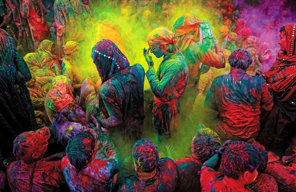 This image has an empty alt attribute; its file name is Festival-Holi-2.jpg